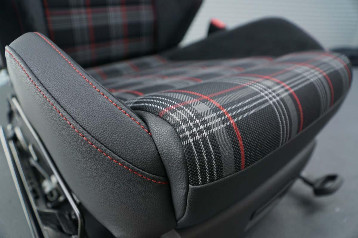 Autosattlerei Autositz (2)